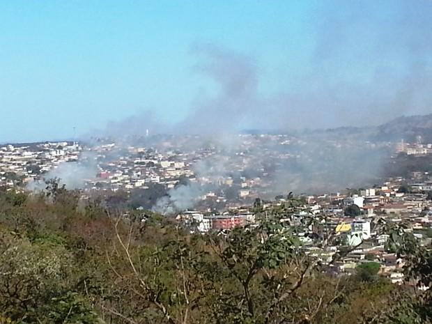 incêndio na região sudeste de Divinópolis MG (Foto: Marina Alves/G1)