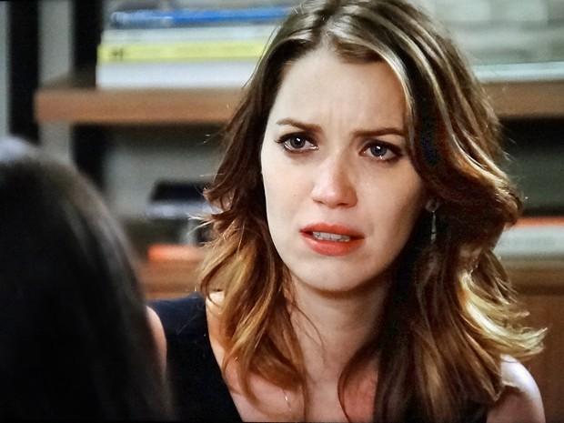 Laura fica assustada com depressão de Marcos (Foto: TV Globo)