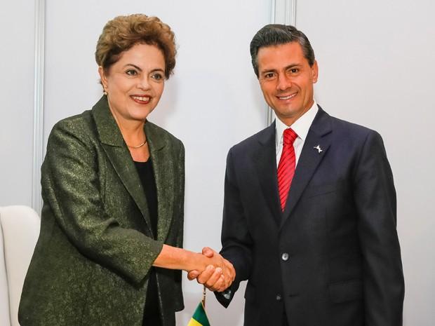 A presidente Dilma Rousseff e o presidente do México, Enrique Peña Nieto, durante encontro no Panamá (Foto: Reprodução/Twitter Blog do Planalto)