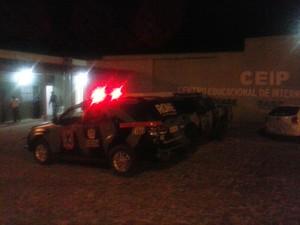Tropa de choque e BPRone foram acionados para controlar princípio de motim (Foto: Raimundo Lima/TV Clube)