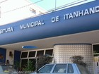 Prefeito pega vassoura e faz faxina para economizar em Itanhandu, MG