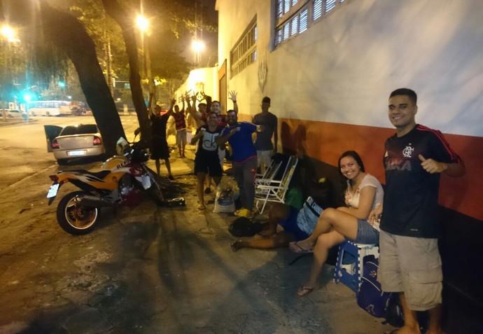 Fila de torcedores do Flamengo na Gávea (Foto: Caio Filho)