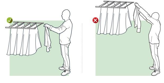 Estender roupa no varal  Não se estique para alcançar um varal alto. O ideal é deixá-lo em uma altura acessível, na qual você possa esticar a roupa sem levantar os braços acima da linha dos ombros.  (Foto: Editora Globo)