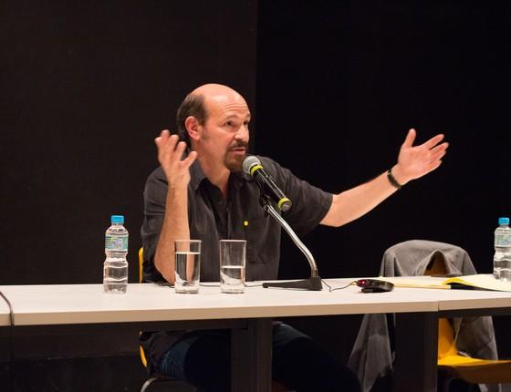 Joe Cacaci em ação durante seu curso de roteiro para a TV na Escola de Artes da Universidade de Columbia (Foto: Divulgação)