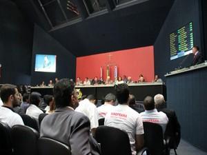 Sessão especial contou com a presença de autoridades (Foto: Adneison Severiano/G1 AM)