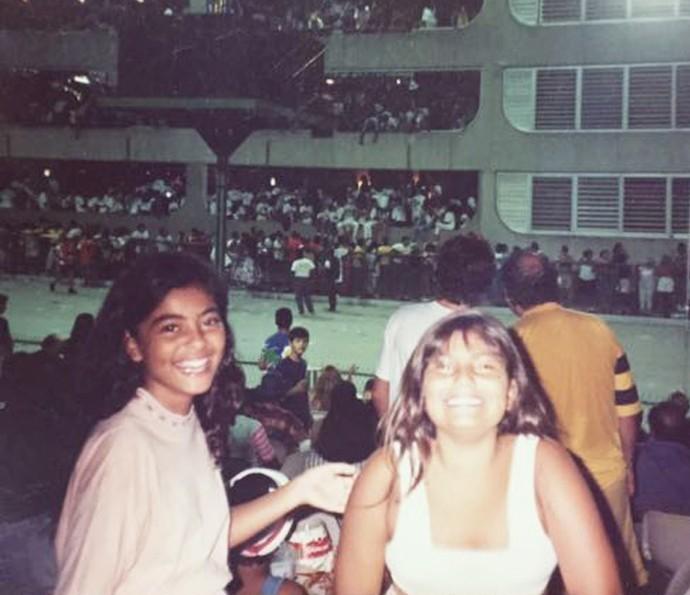 A 1ª vez a gente nunca esquece! Juliana Paes e a irmã Rosana na Sapucaí  (Foto: Arquivo pessoal)