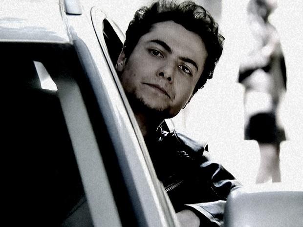 Gabriel chega na mansão para falar com o pai (Foto: O Rebu / TV Globo)