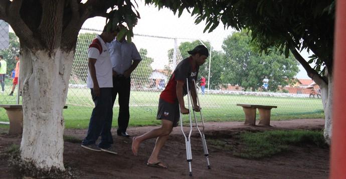 Júnior Xuxa, treino do River-PI (Foto: Emanuele Madeira/GLOBOESPORTE.COM)