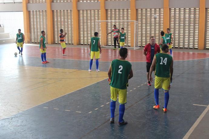 Time do Parma brinca com a bola - Piauiense de Futsal (Foto: Wenner Tito)