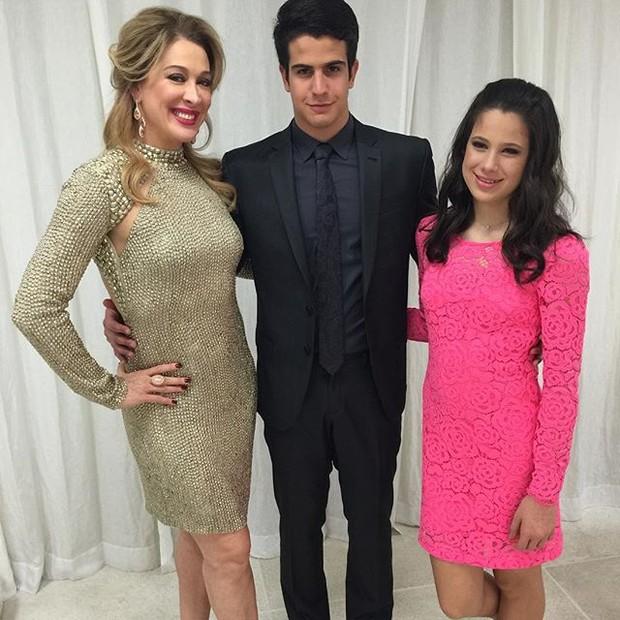 Claudia Raia com os filhos, Enzo e Sophia, em festa na Zona Sul do Rio (Foto: Instagram/ Reprodução)