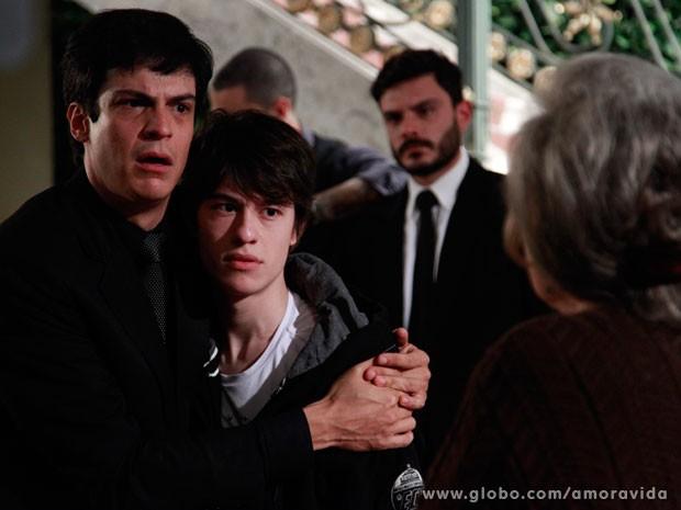 Jonathan apoia o pai (Foto: Ellen Soares/ TV Globo)