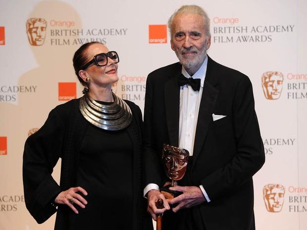 Christopher Lee e sua mulher, a modelo holandesa aposentada Gitte Lee, na premiação do Bafta em Londres, em fevereiro de 2011 (Foto: Carl de Souza/AFP)