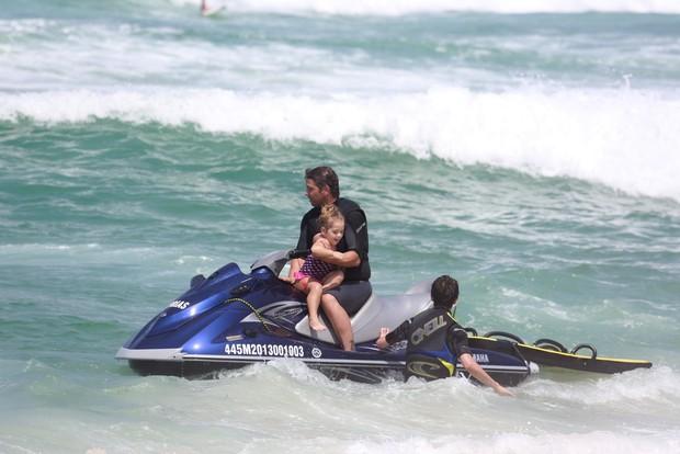 Mario Frias e a filha (Foto: Dilson Silva/Ag News)