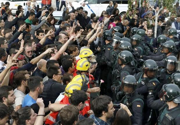 Distúrbios deixam 337 feridos durante referendo na Catalunha (Foto: Andreu Dalmau/EFE)