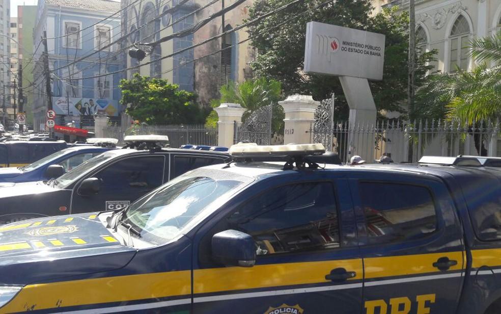 Operação ocorre nesta terça-feira (6), em Salvador (Foto: Vanderson Nacimento/ TV Bahia)