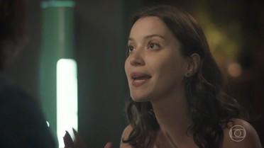 Júlia explica para Gui por que ajudou Alex
