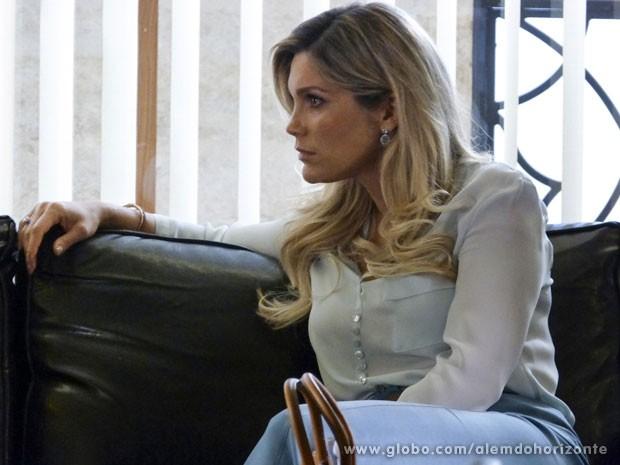 Heloísa provocou e acabou ouvindo a maior indireta de Thomaz (Foto: Além do Horizonte / TV Globo)