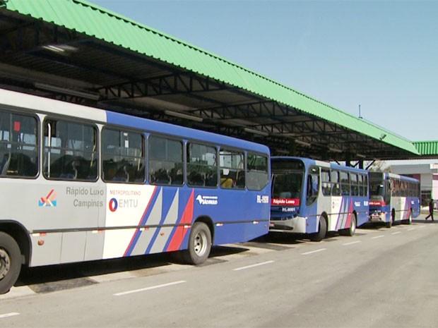 Ônibus no terminal rodoviário de Valinhos, SP (Foto: Reprodução/ EPTV)