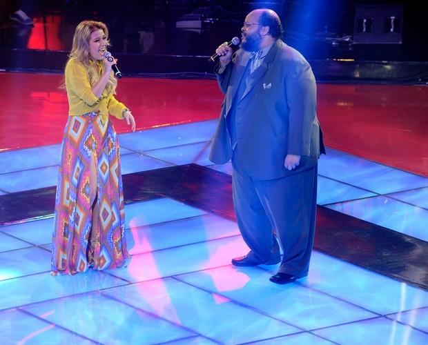 Luiza Possi e Ed Motta abrem o programa com dueto exclusivo (Foto: The Voice Brasil/ TV Globo)