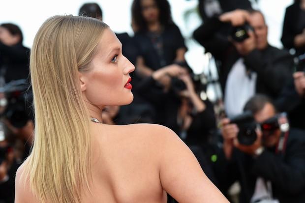 Toni Garrn no Festival de Cannes (Foto: AFP)