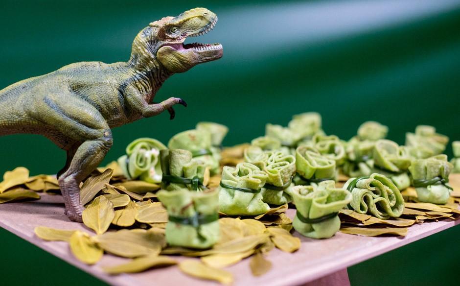 Festa infantil com o tema de dinossauros no'Fazendo a Festa' Fazendo a Festa Programas GNT -> Decoração De Mesa Festa Dinossauro