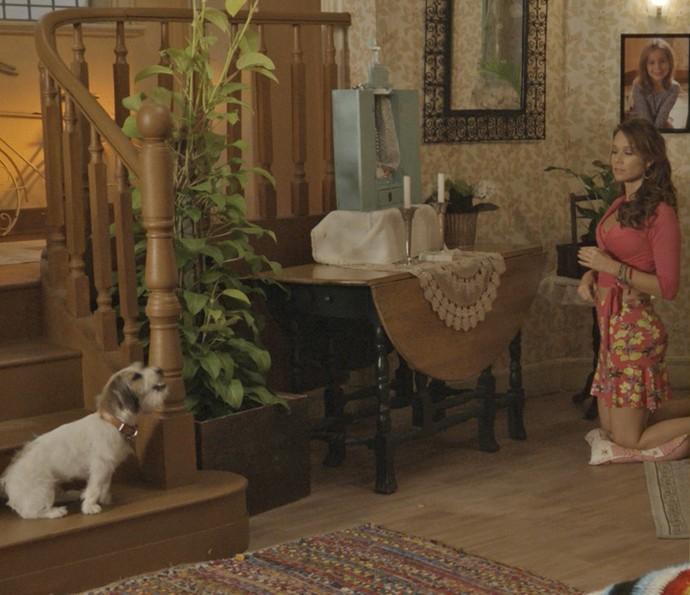 Com o incentivo de Tito, a feirante decide ir atrás do ex (Foto: TV Globo)