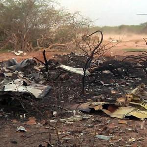 Queda de avião no Mali matou todos a bordo, diz Hollande (ECPAD/AP)
