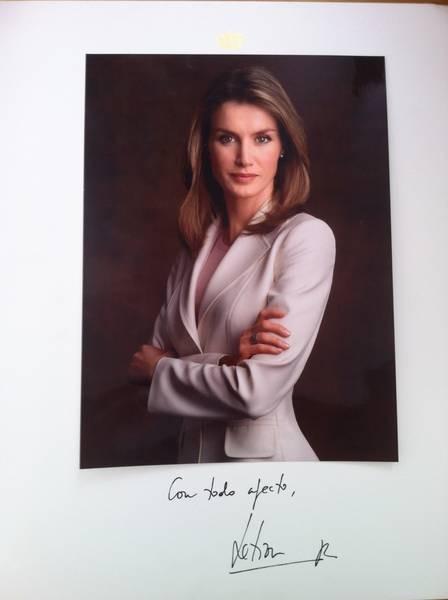 A Rainha ainda mandou uma foto autografada para as crianças da comunidade (Foto: Reprodução)