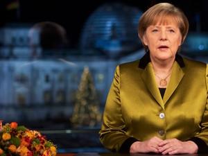 A chanceler alemã Angela Merkel durante a gravação de seu discurso anual de Ano Novo em Berlim (Foto: David Gannon//Reuters)