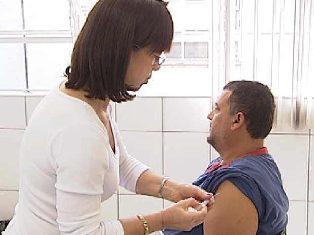 População já começa a receber a dose da vacina contra febre amarela (Foto: Reprodução/TV Tem)