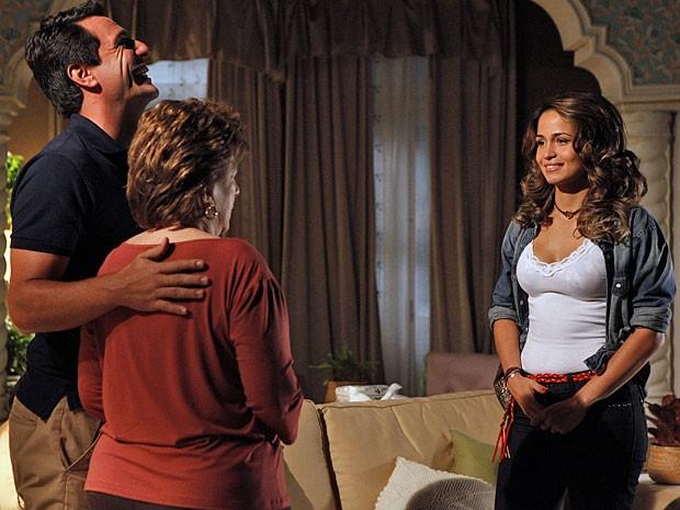 Morena tenta contornar a situação com a futura sogrea: 'Sem ressentimentos' (Foto: Salve Jorge / TV Globo)