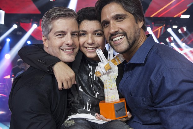 Victor e Leo com Wagner Barreto (Foto: Globo/Pedro Curi)