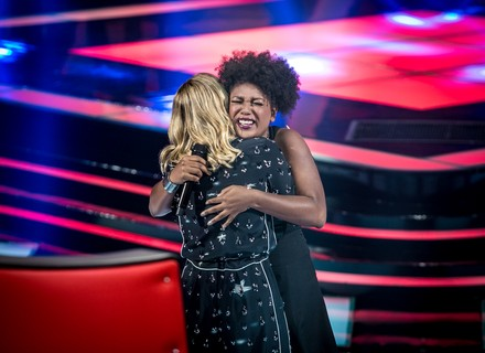 Estreia do 'The Voice Brasil' tem cadeiras viradas em menos de 10 segundos