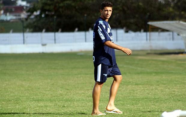 Fernando Henrique não participa do treino por causa de bolhas nos pés (Foto: Cleber Akamine / globoesporte.com)