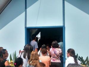 Capela do cemitério onde foi feita uma das despedidas para Maria Aparecida (Foto: Jenifer Carpani/G1)