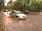 Chuva forte provoca queda de barranco em avenida de Araçatuba