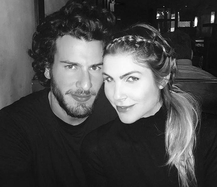 Julia Faria e o namorado, Steve Gold, não passarão o Dia dos Namorados juntos (Foto: Reprodução)