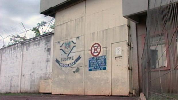Buscas são feitas para localizar o fugitivo (Foto: Reprodução/RBS TV)