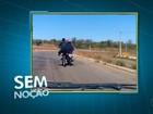 Ciclista é flagrado pegando 'carona' em motocicleta; veja vídeo