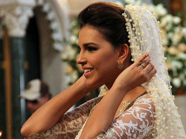 Véu do vestido usado por Mariana Rios pesa de 3 a 4 quilos (Foto: Salve Jorge/TV Globo)