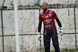 """Após confusão, goleiro elogia grupo do Tupi-MG: """"Tem vergonha na cara"""""""
