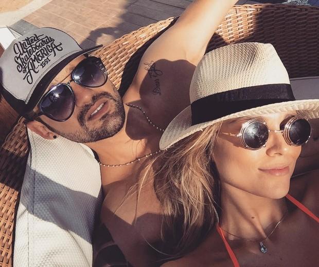 Fernando e Flávia juntinhos há duas semanas (Foto: Reprodução/Instagram)