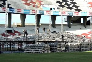 Palco montado no Arruda para show de Roberto Carlos (Foto: Lucas Liausu)