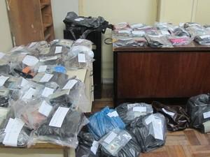 Polícia Civil começa a entregar pertences de vítimas da tragédia de Santa Maria (Foto: Tahiane Stochero/G1)