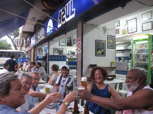 O Pavão Azul, em Copacabana, existe há mais 50 anos e é muito conhecido pelo moradores do bairro (Foto: Guilherme Brito / G1)