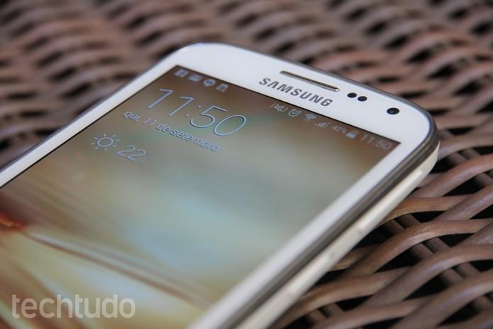Samsung Galaxy K Zoom tem uma tela de 5 polegadas (Foto: Tainah Tavares/TechTudo)