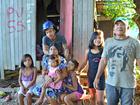 Índios ocupam casas condenadas e sobrevivem de bananas no Acre
