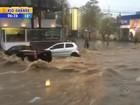 Chuva alaga ruas, arrasta carros e escola fica sem aulas em Porto Alegre