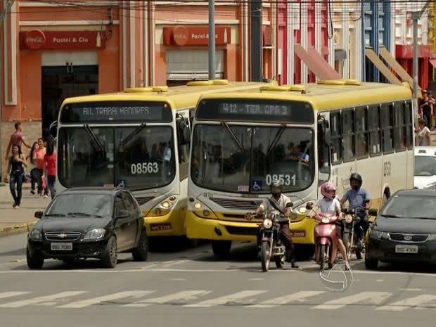 Ônibus no centro de Cuiabá. (Foto: Reprodução / TVCA)