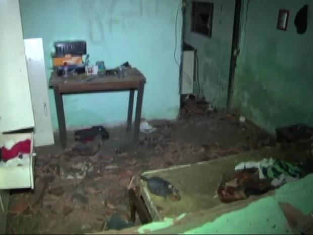 Após explosão de botijão, casa da vítima ficou completamente destruída em MG (Foto: Reprodução EPTV)